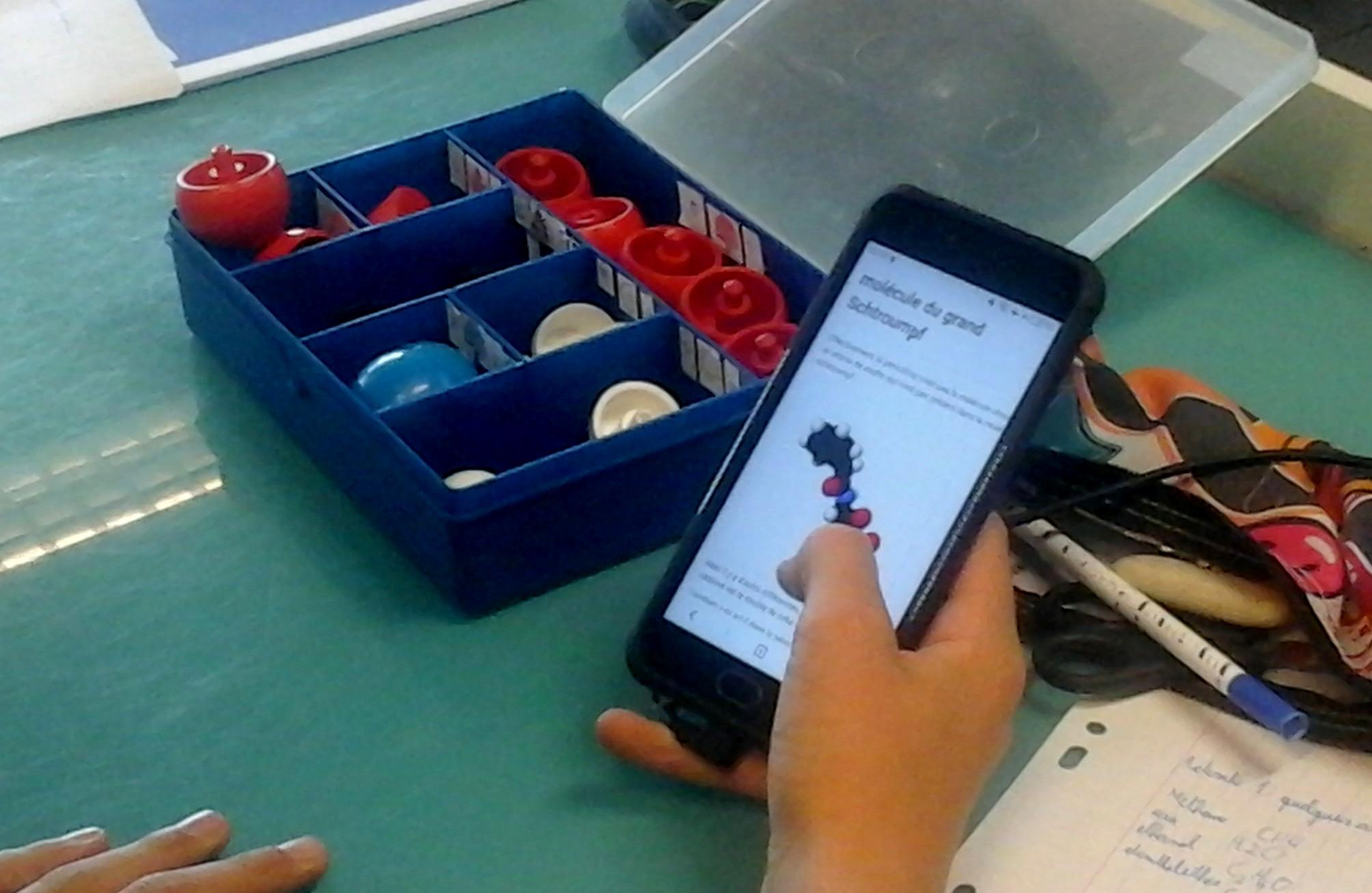 École de demain   Quels sont vos usages des smartphones avec les élèves   2b093d23102